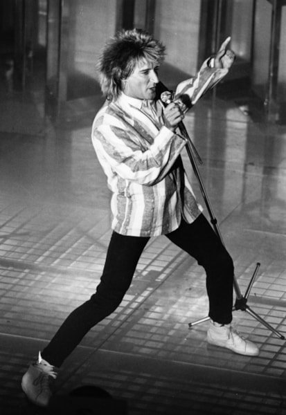 Pop singer songwriter Rod Stewart in performance.   (Photo by Express Newspapers/Getty Images)
