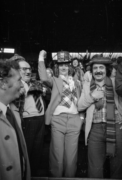 19th May 1974:  British singer Rod Stewart celebrates his Scottish parentage at a Scotland v England football match.  (Photo by D. Morrison/Express/Getty Images)