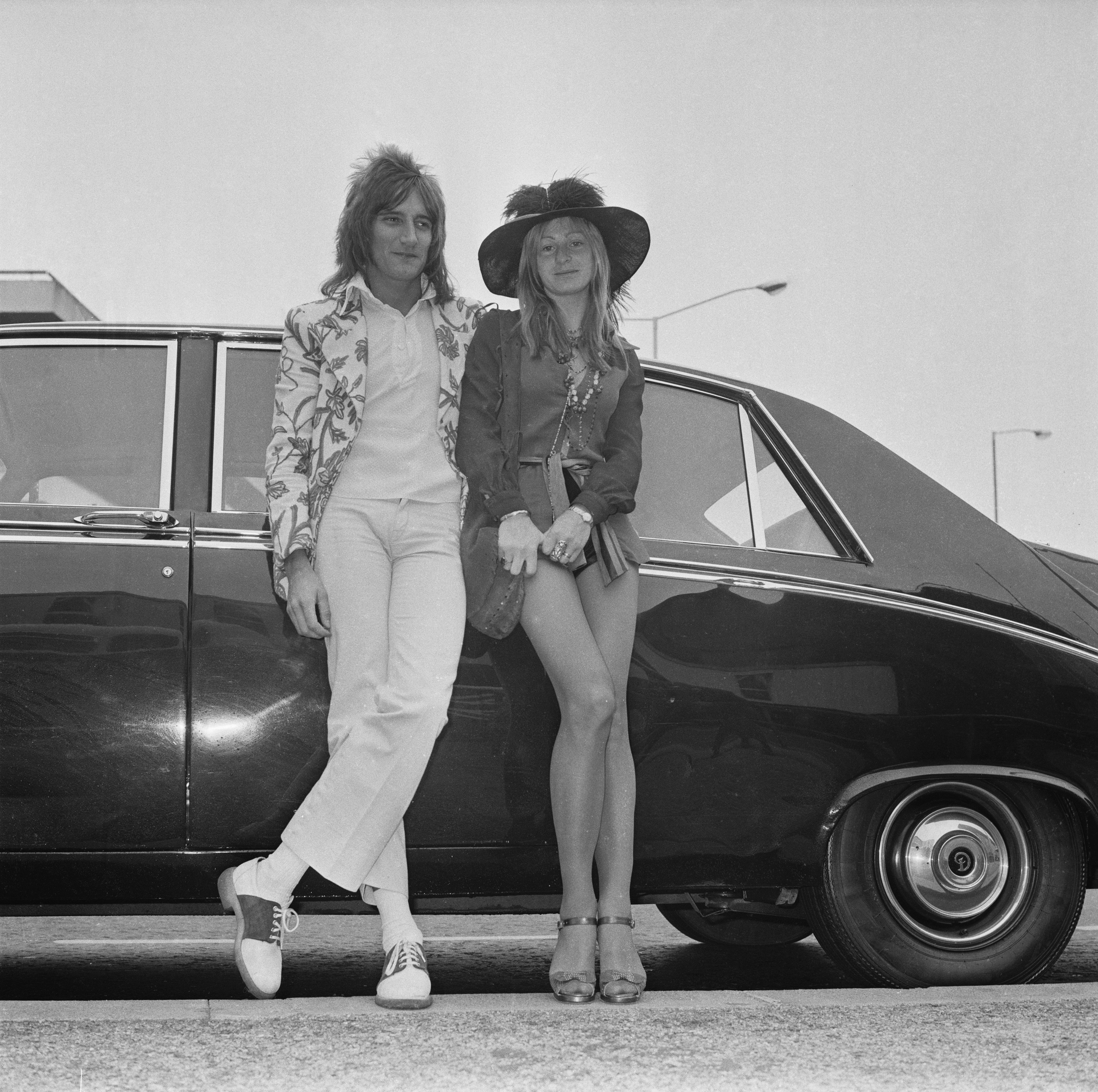 British singer-songwriter Rod Stewart and girlfriend fashion model Dee (Deidre) Harrington at London Airport, London, 20th May 1972. (Photo by Dove/Daily Express/Hulton Archive/Getty Images)