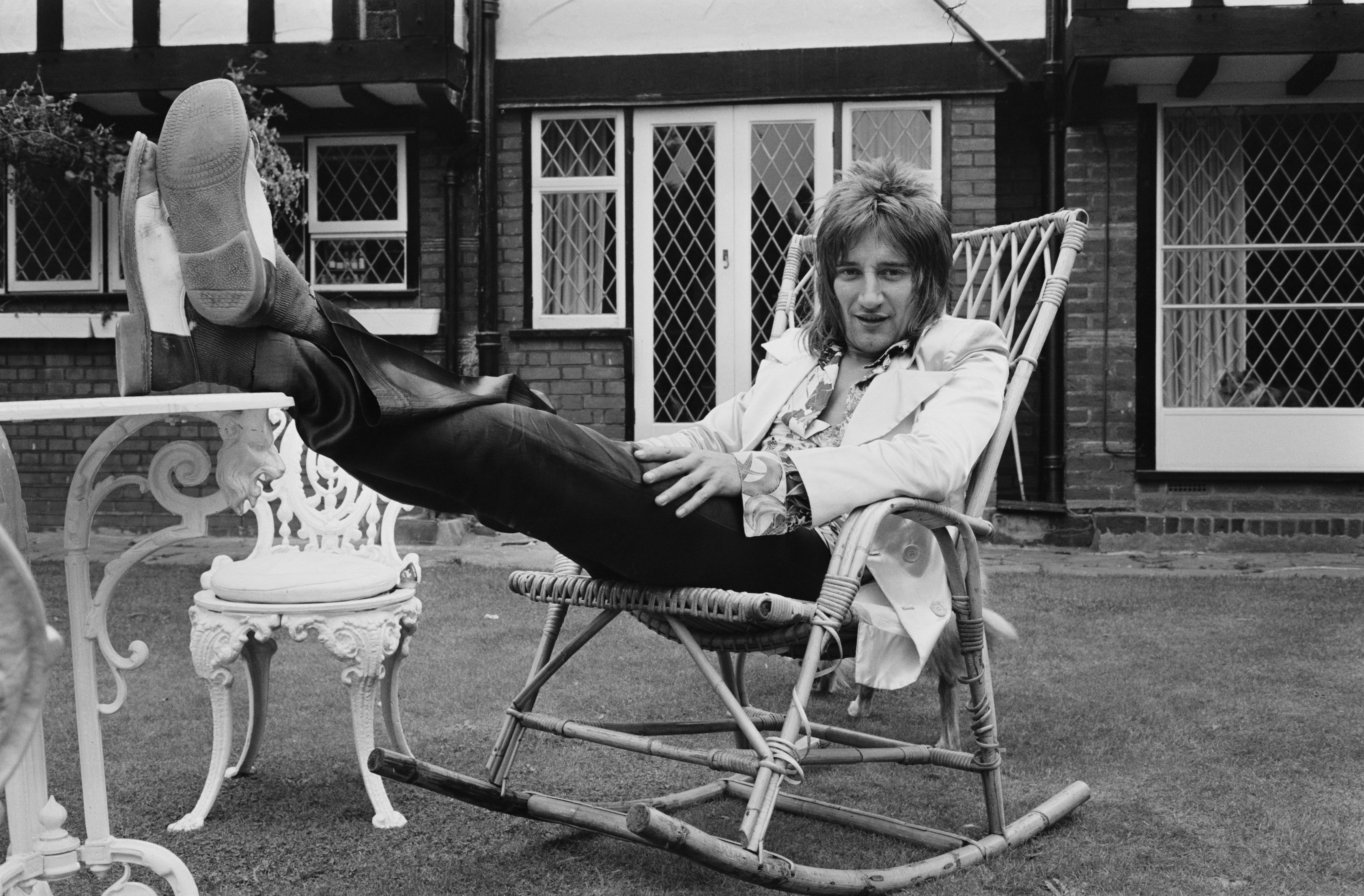 British rock singer Rod Stewart lounging in the garden, UK, 12th September 1971.  (Photo by Victor Blackman/Express/Hulton Archive/Getty Images)