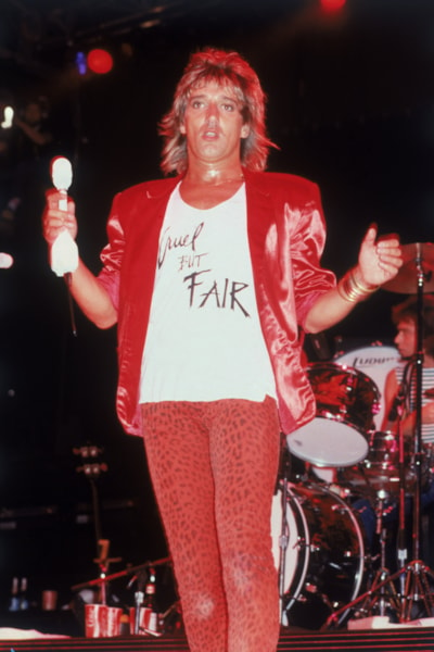 British rock singer Rod Stewart performing in New York, 1981. His T-shirt slogan reads: 'Cruel, But Fair'. (Photo by Keystone/Hulton Archive/Getty Images)
