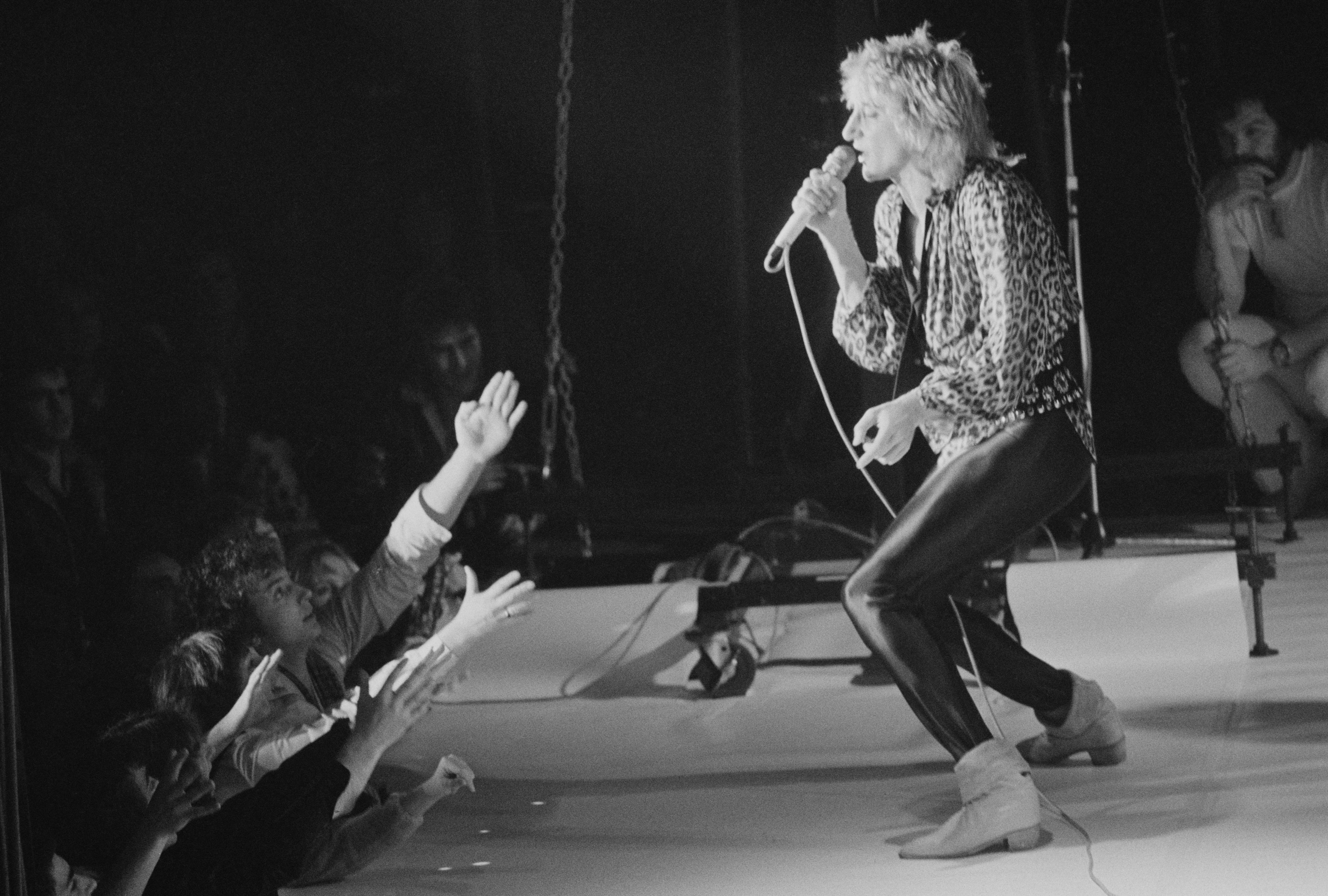 British rock singer and songwriter Rod Stewart performing at the Olympia, London, UK, December 1978. (Photo by Colin Davey/Evening Standard/Hulton Archive/Getty Images)