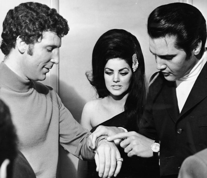 American rock singer Elvis Presley points to Welsh entertainer Tom Jones' wrist as his wife Priscilla Presley looks on, Las Vegas, Nevada, 1st July 1971. (Photo by Hulton Archive/Getty Images)